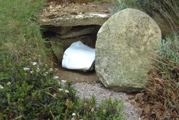 Empty Easter tomb Photo: creative commons image Gill Poole on Flickr