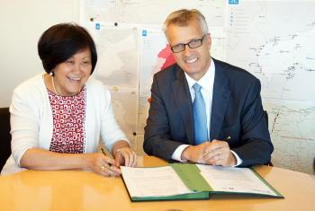UNHCR Assistant High Commissioner Janet Lim (left) and LWF General Secretary Rev  Martin Junge signing the MoU. Photo: LWF/ C. Kästner