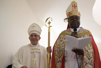 (l. to r.) LWF President Bishop Dr. Munib Younan and LWF Vice-President  for Africa Bishop Dr Alex G. Malasusa at the dedication of the Bethany-beyond-the-Jordan Evangelical Lutheran Church. Photo: ELCJHL