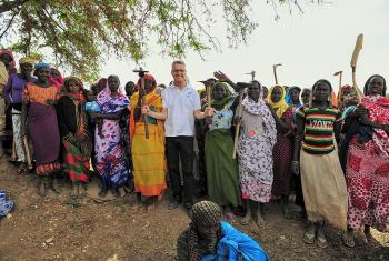 LWF General Secretary Martin Junge with farmers in a Seeds for Solutions garden in Eastern Chad. Photo: LWF/A. Danielsson