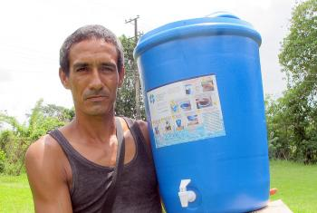 Alexis Mendoza and his family received a water filter in Saravena so they can improve their health after severe floods in May and June. Photo: LWF Colombia