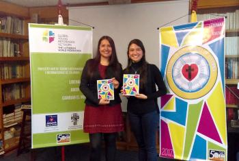 IELCO Young Reformers Marian Coy Contreras and Liria Suarez Preciado present the booklet Identitad Luterana para jovenes to encourage young people to participate in the church.  Photo: IELCO Young Reformers.