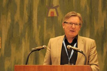 Dr Henk Stenvers, Mennonite World Conference Europe representative, greets the LWF Council at its June 2015 meeting in Geneva. Photo: LWF/Helen Putsma