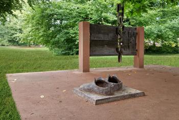 "The ""Big Shoes of Luther"" is the name of a commemorative site in Worms honoring the reformer Martin Luther. Photo: Foto Eichfelder"