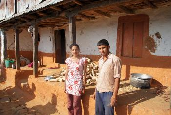 Laxmi and Laxman in front of their house. The outer walls of the house bear cracks. Inside, everything has collapsed. Photo: LWF/ C. Kästner