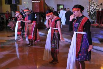 A Batak group performs a traditional dance showing the confession of sins. Photo: LWF/M. Renaux
