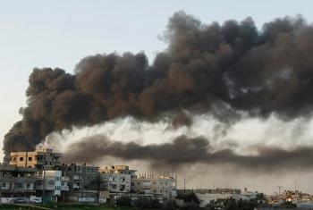 Smoke rises after an air strike in Gaza Strip (archive photo). Photo: Amir Farshad Ebrahimi (CC-SA)