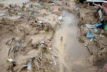 In Honduras, Chamelecón, San Pedro Sula, the hurricanes Eta and Iota recently caused destruction to housing and infrastructure which will take years to recover - one example for the disastrous effects of climate change on vulnerable communities. Photo: Sean Hawkey / Life on Earth