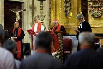 From left: Ricardo Cardinal Blázquez, President of the Spanish Episcopal Conference, LWF General Secretary Rev. Dr Martin Junge, Bishop Dr Brian Farrell, Secretary of the Pontifical Council for Promoting Christian Unity and Rev. Pedro Zamora, pastor of the Spanish Evangelical Church. Photo: Pontifical University of Salamanca