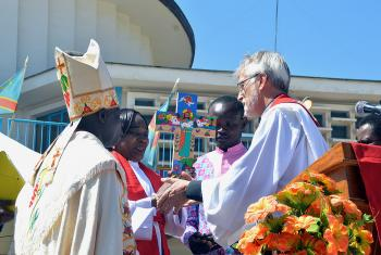 LWF General Secretary Rev. Dr Martin Junge presents a cross painted by El Salvadoran artist Christian Chavarría. Photo: LWF/Gracia Rubango