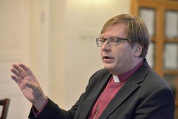 Bishop Dr Tamás Fabiny, speaks to an ecumenical group of church leaders visiting Hungary, 26 September 2015. File Photo: Paul Jeffrey/WCC