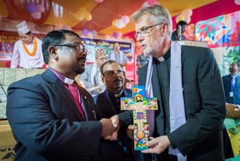 LWF general secretary Rev. Dr Martin Junge (right) offer a Latin American cross as a gift to the Nepal Evangelical Lutheran Church, handing it to NELC president Rev. Joseph Soren (left) and NELC general secretary Rev. Patras Marandi (centre). Photos: LWF/Albin Hillert