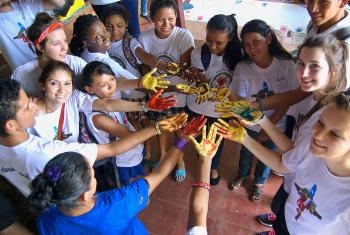 LAC and Nicaraguan youth during an artistic project for the environment with LWF. Young people are largely affected by the violence currently happening in Nicaragua. Photo: LWF/ Chelsea Macek