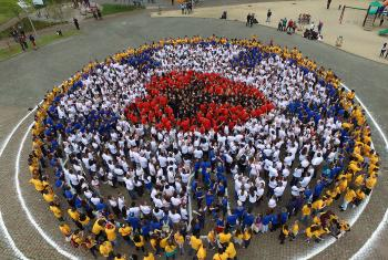 Young people from all over Brazil and beyond massed to form the seal of Martin Luther, known as the Luther Rose. Photo: IECLB