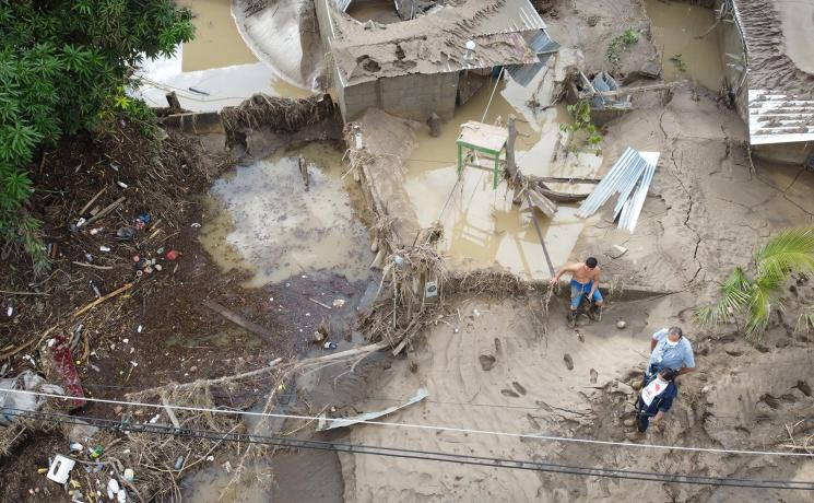 LWF Honduras representative Carlos Rivera (with white face mask) visits Chamelecón, Honduras, to see the damage done by hurricanes Eta and Iota. As the flooding came unexpectedly fast, many people lost all their belongings. Photo: Sean Hawkey