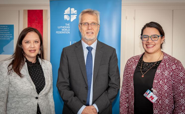 Viviana Machuca (left), representing the Colombia inter-church platform DIPAZ, and Sara Lara (right), director of the human rights program of IELCO, in Geneva for the CEDAW shadow report on Colombia, meet with Rev. Dr Martin Junge (center), LWF General Secretary. Photo: LWF/S. Gallay