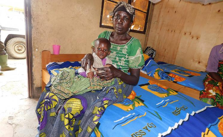 A mother and her child in one of the LWF health centers. The child is being treated for severe malnourishment. Photo: LWF DRC