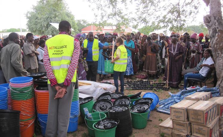 Hygiene kit distribution in Oxavikwa, Angola