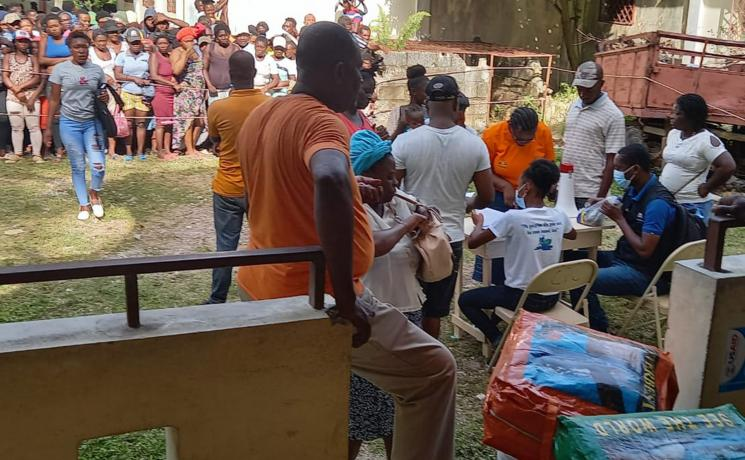 DKH/LWF/NCA office staff distribute emergency shelter kits for 300 families in Camp Perrin in the south of Haiti. Photo: DKH