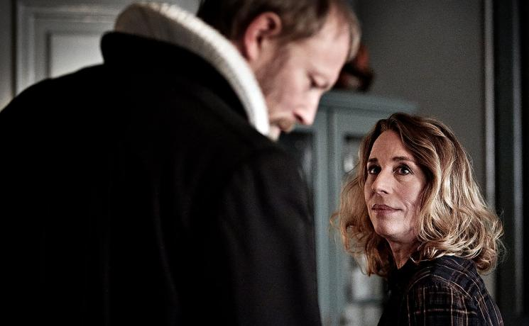 Herrens Veje is a Danish drama about the many facets of faith and meaning. Johannes Krogh (Lars Mikkelsen) is a dean in the church and a main character in the series. Elisabeth Krogh (Ann Eleonora Jørgensen) is his wife. Photo: DR1/Tina Harden