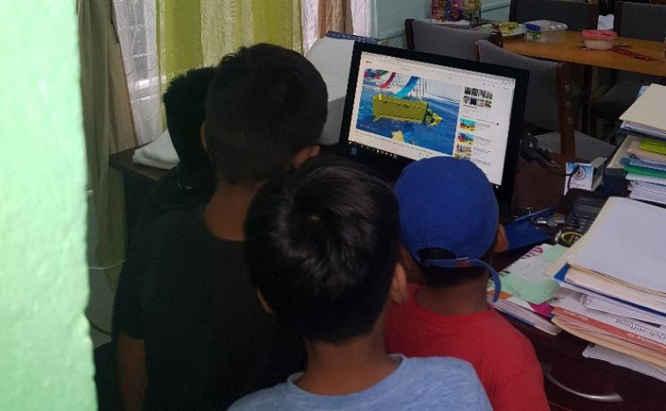 Children from Nicaragua watch a movie in the ILCO offices. Photo: ILCO