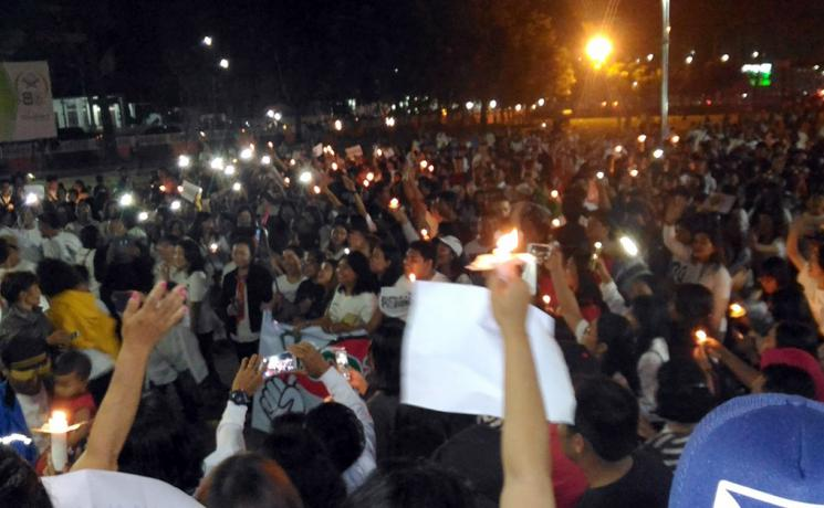 In the wake of the church bombings in Surabaya, young people from the LWF member churches in Indonesia came together and lit 1000 candles, as a symbol of their solidarity with those affected, and also to push back terrorism in all forms. The youth pray that peace will prevail in Indonesia. Photo: National Committee of the LWF in Indonesia