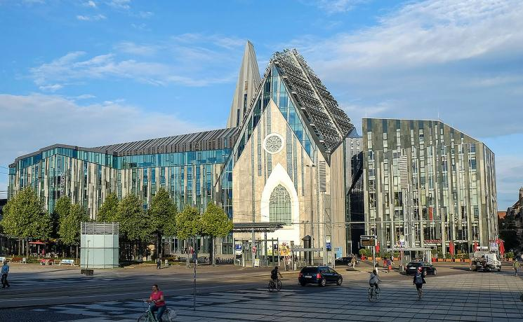 The newly built Paulinum takes up elements of its predecessor, St. Paul's University Church, which was blown up in 1968 but translates these into a multi-functional building which includes the hall of Leipzig University. Photo: epd/Jens Schulze
