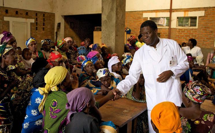Dr Denis Mukwege with women at Panzi Hospital in Bukavu, Democratic Republic of the Congo. Photo: Torleif Svensson