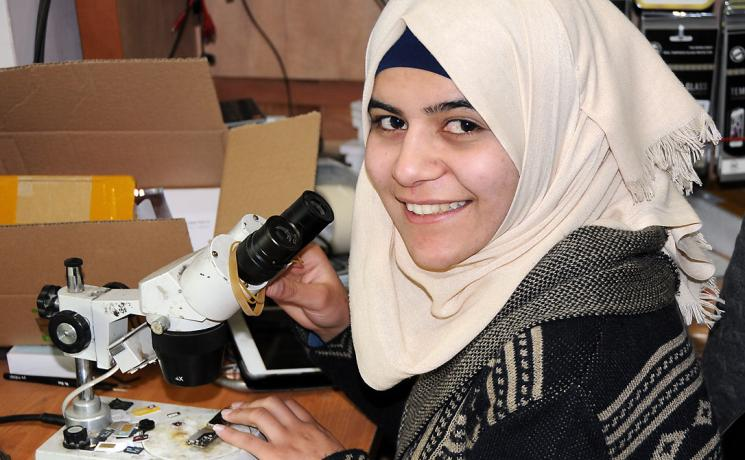 Ghadeer Altawil at her work station in Beit Hanina. Photo: LWF/ Jerusalem
