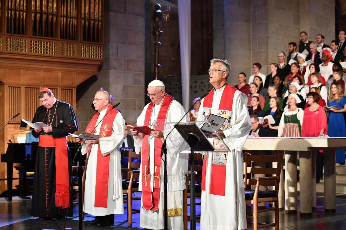 Kurt Cardinal Koch (Pontifical Council for Promoting Christian Unity), Bishop Dr Munib Younan (LWF President), Pope Franics and Rev. Dr Martin Junge, lead the Common Prayer in Lund Cathedral on 31 October 2016. Photo Photo: Church of Sweden/Magnus Aronson