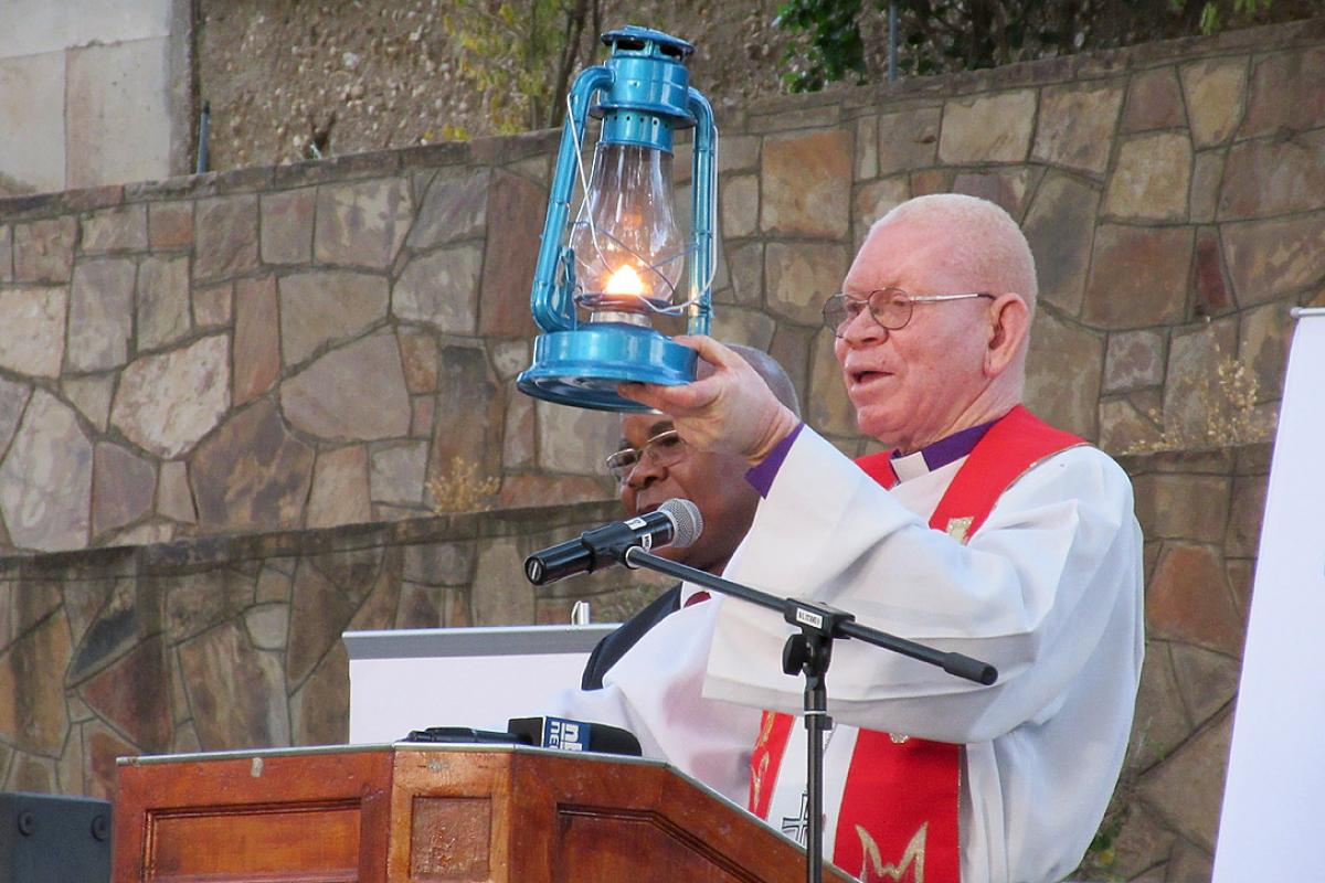 "LWF Council member Bishop em. Dr Zephania Kameeta raised a lit latern, saying the ""hot phase"" of Assembly preparations had begun. Photo: DNK/LWB, F. Hübner"