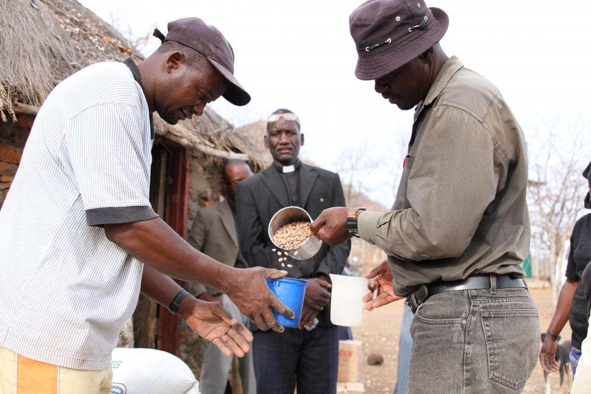 Rev. Salomão Tchoya oversees the food distribution in Oxavikwa village, southern Angola. Photo: FELM/Laura Meriläinen-Amaumo