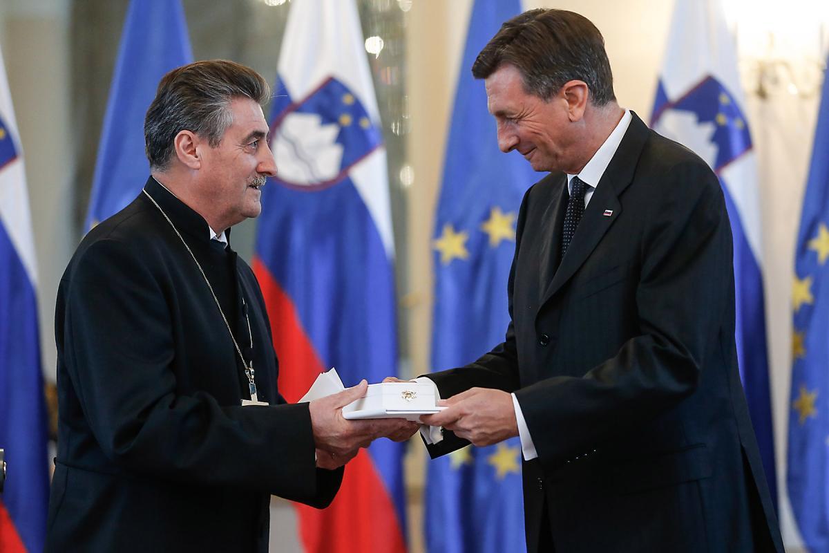 Republic of Slovenia President Borut Pahor awards Bishop Erniša the Silver Order of Merit. Photo: Stanko Gruden/STA