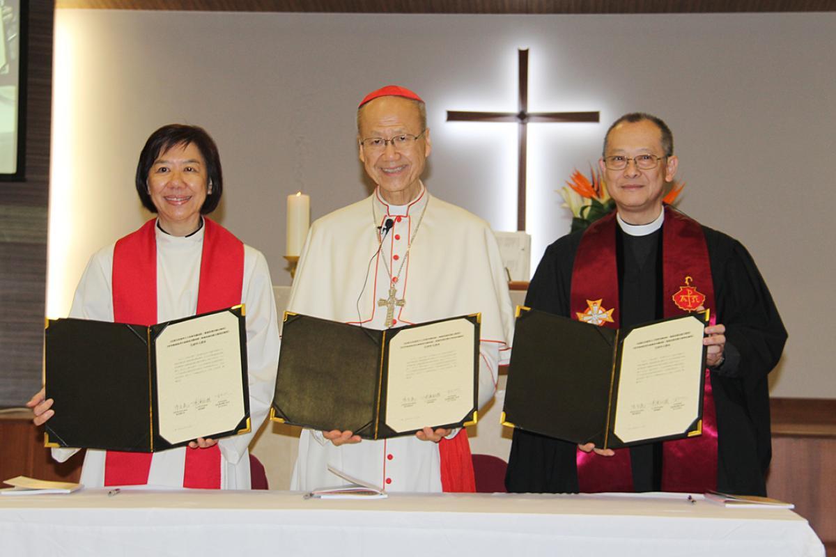 (l. to r.) Lutheran Bishop Jenny Chan, Catholic Cardinal John Tong, Methodist President Rev Tin-yau Yuen present the common Chinese JDDJ translation. Photo: Francis Wong
