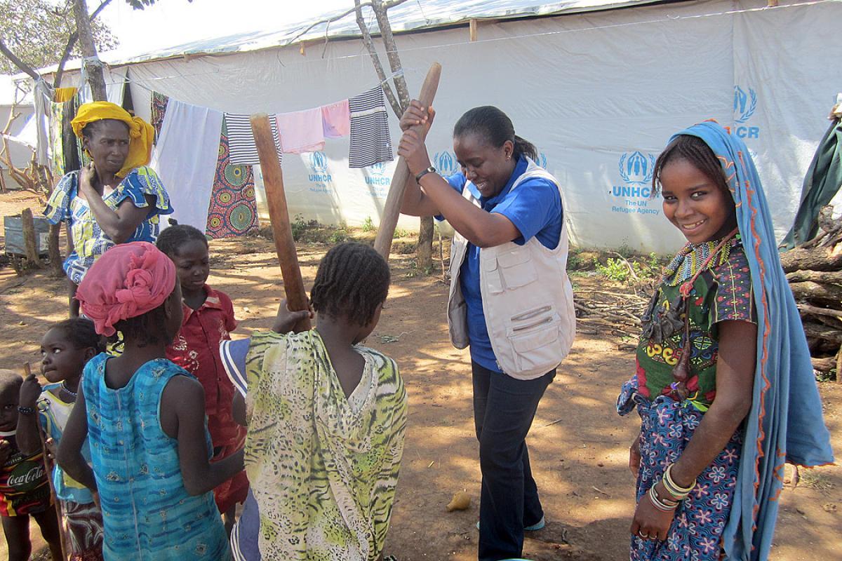 LWF team leader in Cameroon helping women and children prepare food. Photo: LWF Cameroon