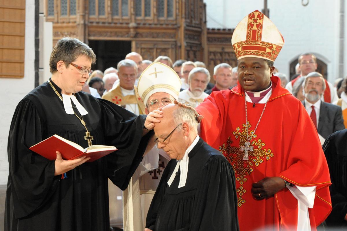 Bishop Gerhard Ulrich's installation in Schwerin, northern Germany. Photo: Wolfgang Pittkowski