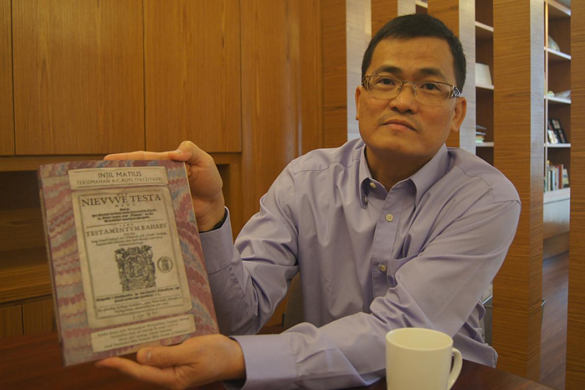 LCM Bishop Aaron Yap shows a 16th century Bible. Photo: LWF/C. Kästner