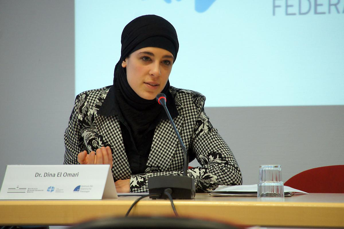 "Dr. Dina El-Omari, Centre for Islamic Theology (ZIT) Münster, gives a welcome address at the Christian-Muslim consultation ""Creating Public Space."" Photo: LWF/E. Gano"