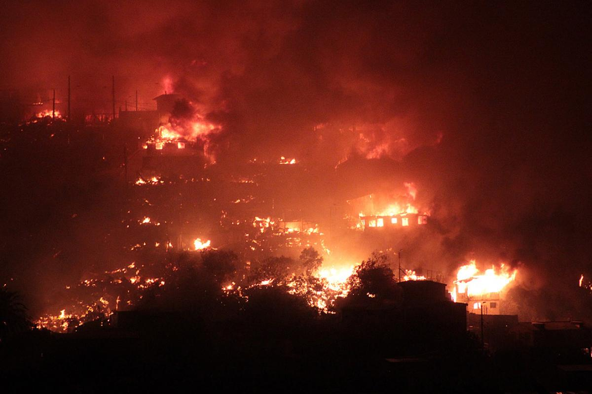 LWF member church in Valparaiso assisting victims of out of control forest fires. Photo: Leonardo Maldonado (CC-BY-NC)
