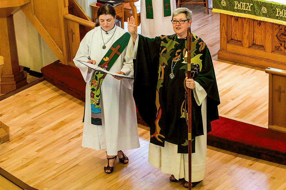 ELCIC National Bishop Susan Johnson (right), with Diaconal Minister Virginia Burke, at the convention closing worship service. Photo: ELCIC