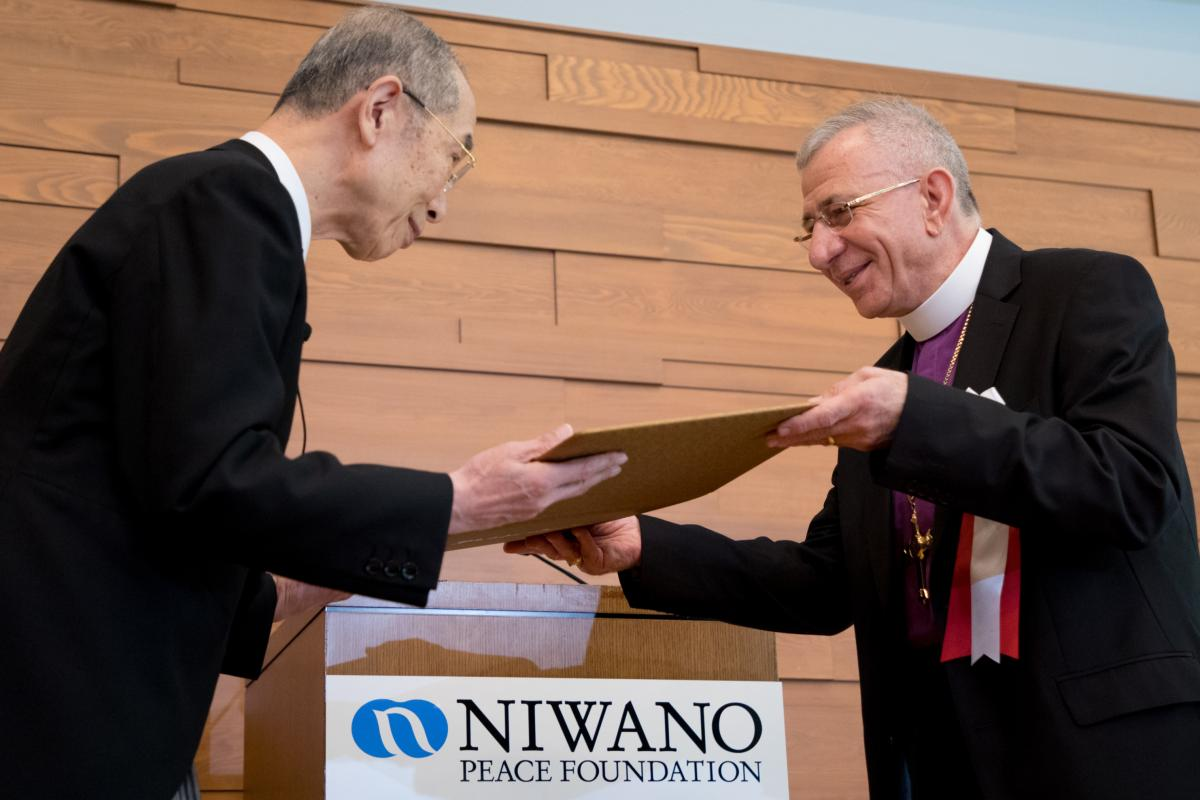 Holy Land Lutheran Bishop Dr Munib A. Younan accepts the 34th Niwano Peace Prize from Rev. Nichiko Niwano, Honorary President of the Niwano Peace Foundation, during a ceremony on 27 July in Tokyo, Japan. Photo: ELCJHL/Ben Gray