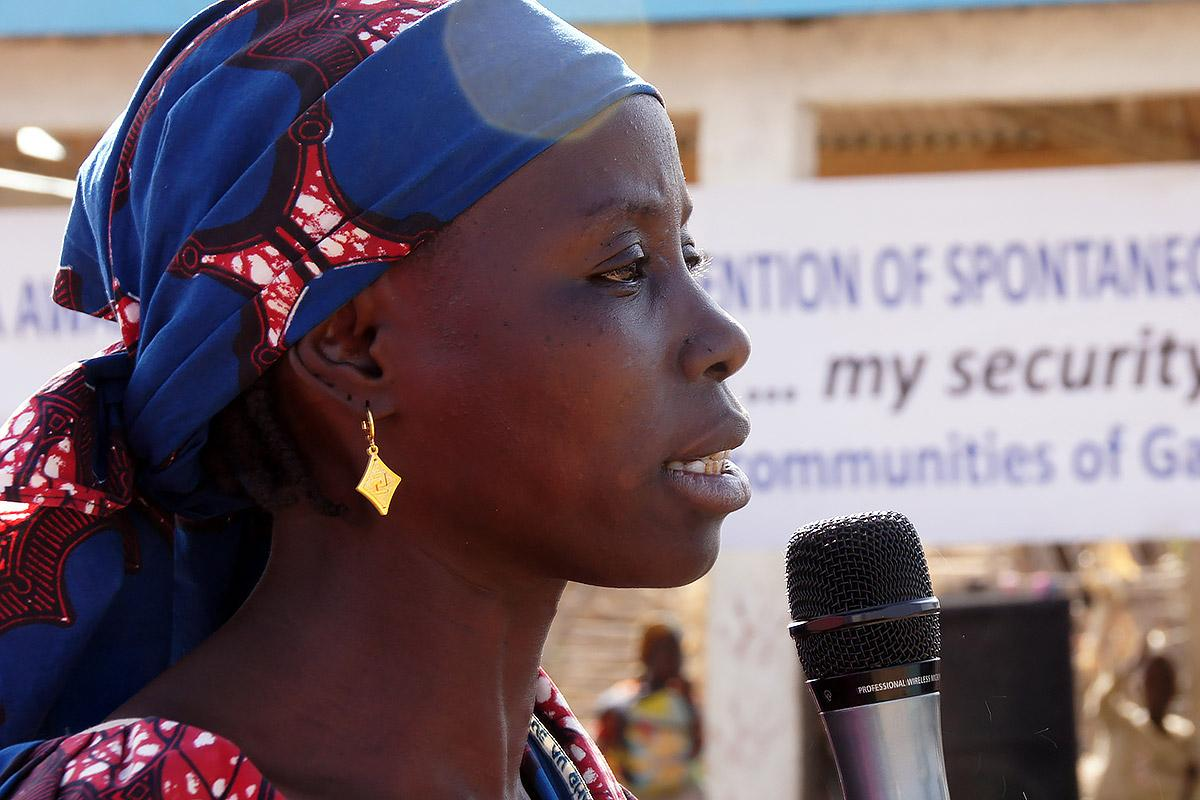 Aminatou Abubakar, president of the women's association in Minawao refugee camp, speaks at a public event about the dangers of spontaneous and unassisted return to Nigeria. Photo: LWF/ C. Kästner