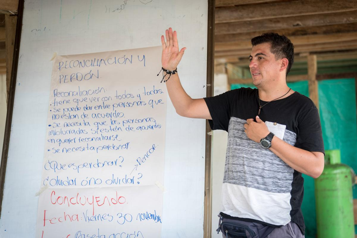 Edwin Mosquera leads a workshop on forgiveness and reconciliation as part of the 'From War to Peace' project of the Evangelical Lutheran Church in Colombia which supports three communities in the northwest Antioquia region. Photo: LWF/A. Hillert