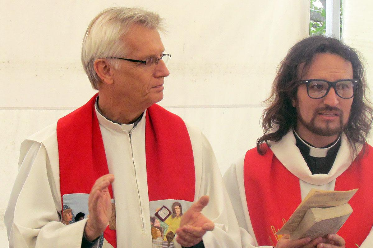 Pastor John Rojas of the San Lucas Church and LWF General Secretary Rev. Dr Martin Junge the festive anniversary service at the Good Shepherd church in Cimarrona village, Socotá municipality.  Photo: IELCO