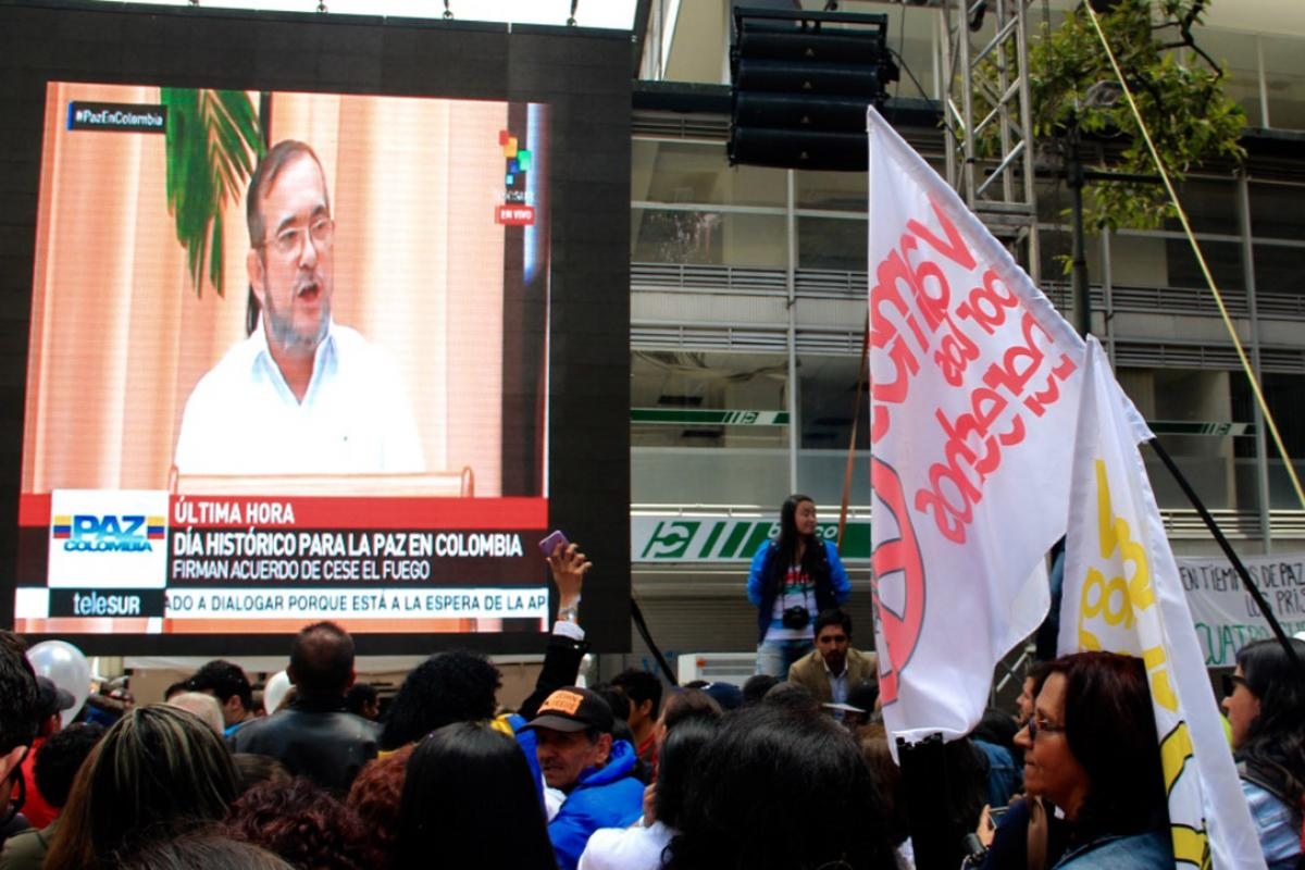 People in Colombia watch the news announcing the peace agreement. Photo: Diego Loaiza