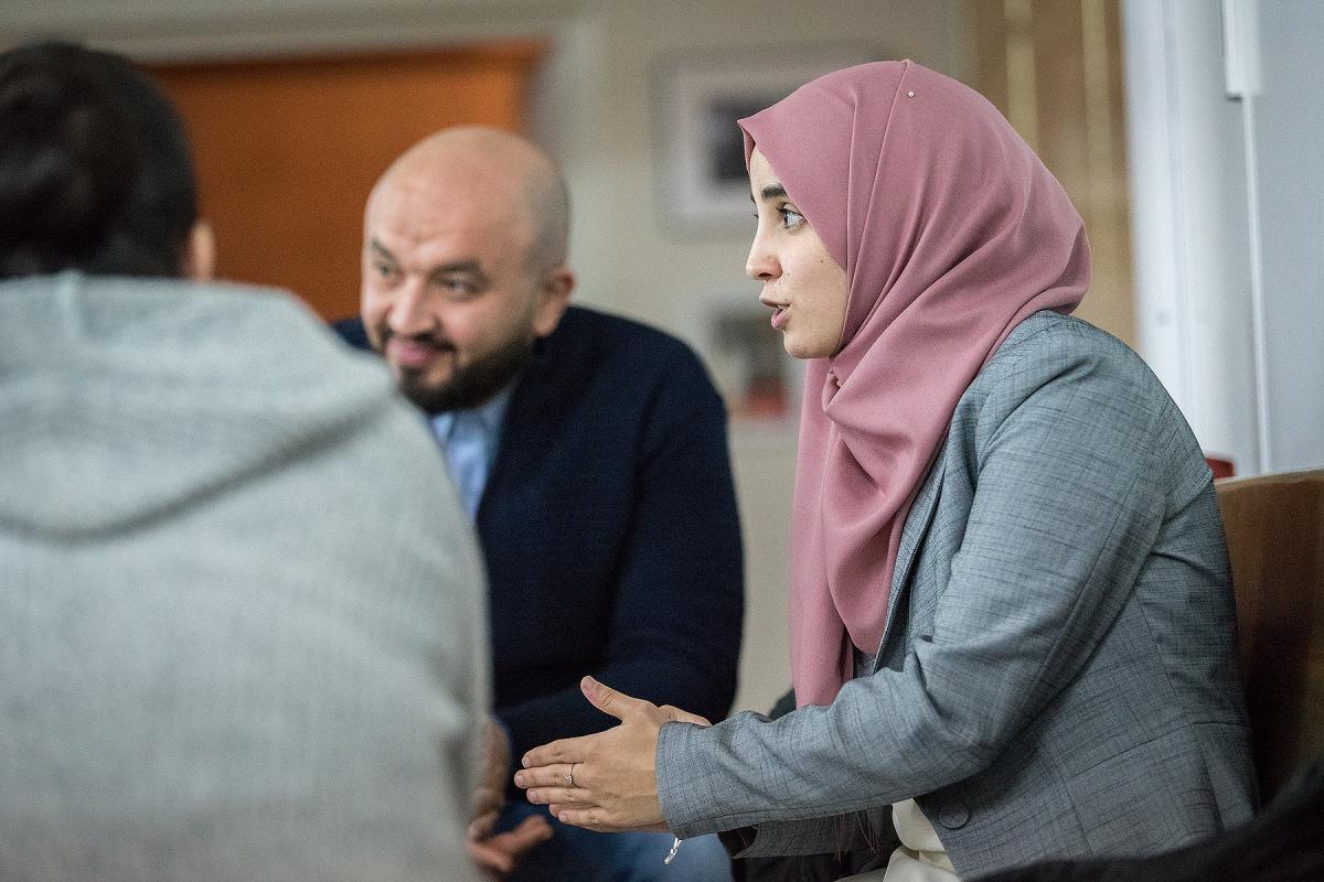 Hana Elabdallaoui moderates a group discussion at the interfaith dialogue