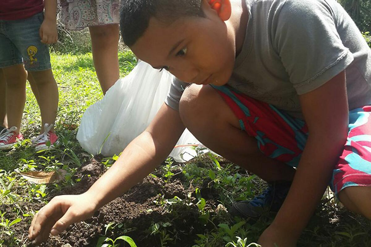 A child at Casa Abierta in Carpio, San José, plants one of the first trees to mark ILCO's observance of the 500th anniversrary of the Reformation. Photo: Geraldina Álvarez