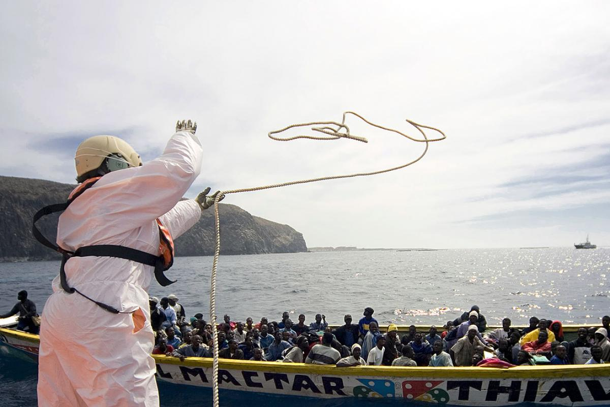 The Spanish coastguard intercepts a traditional fishing boat carrying African migrants off the island of Tenerife in the Canaries. Photo: UNHCR/A. Rodriguez / 24 October 2007