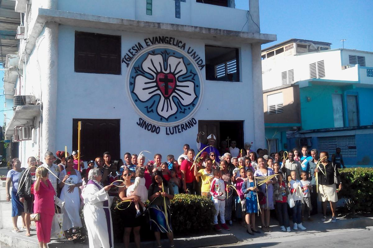 A congregation of new LWF member church the United Evangelical Church in Cuba Lutheran Synod meets in Santiago de Cuba. The church has more female ordained leaders than male. Photo: United Evangelical Church in Cuba Lutheran Synod