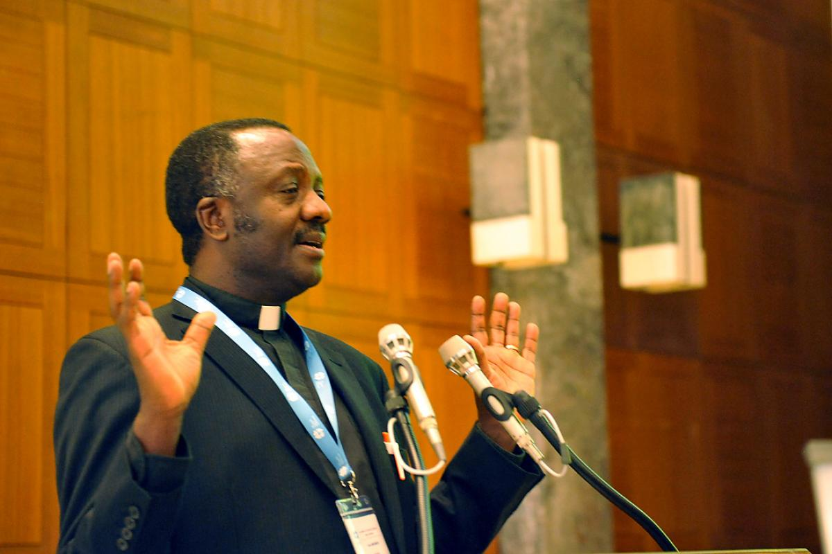 Rev. Dr Fidon Mwombeki, director of the LWF Department for Mission and Development, presents a 70-year trajectory of mission thinking and activities in the LWF, during the Consultation on Contemporary Mission in Global Christianity in Geneva. Photo: LWF/S. Gallay